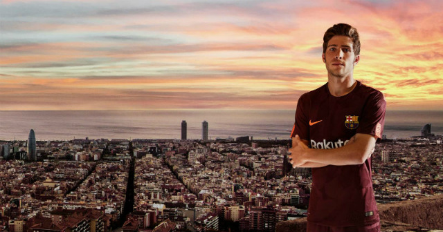 Barcelona's Sergio Roberto showing off the 3rd kit